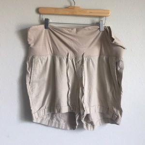 Linen cuffed maternity shorts